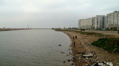 St. Petersburg (RUSSIAN FEDERATION): The urban beach of the Gulf of Finland at the outskirts of St. Petersburg  is not taken care of and highly littered because a common responsibility is lacking. Generally